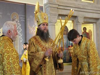 Митрополит Архангельский и Холмогорский Даниил совершил литургию во Всехсвятском храме Архангельска в годовщину со дня преставления епископа Тихона