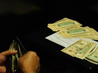 Министр финансов России Антон Силуанов уверен, что доллар уже нашел точку равновесия и дальше будет стабилизироваться