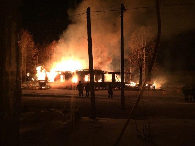 ВОбозерском сгорело сооружение здешней администрации— Архангельская область